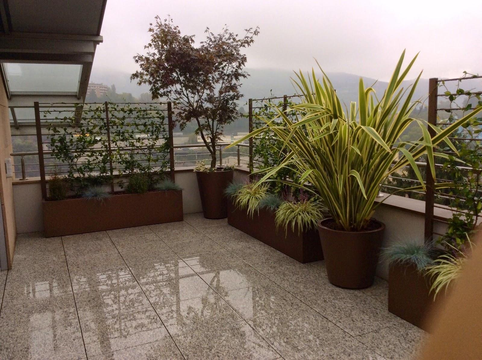 Martin design ita arredo per terrazzi con fioriere su misura for Arredamenti esterni per terrazzi