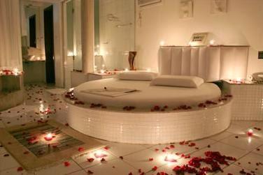 Ideas para decorar la habitaci n de la noche de bodas blog de bodas originales para novias con - Decoracion noche romantica ...