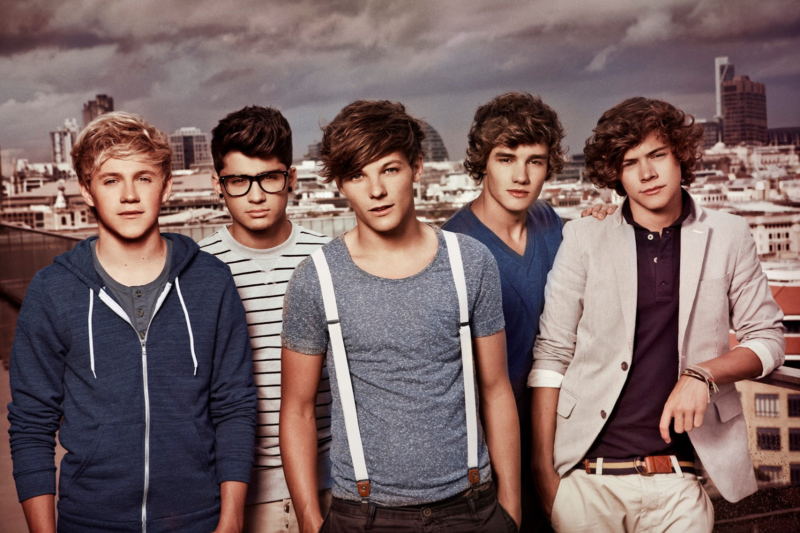 BADBOYS DELUXE: ONE DIRECTION - SINGING GROUP