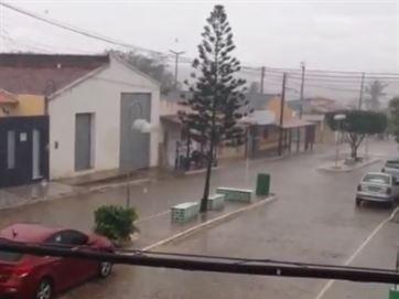 Chuva forte em Boqueirão renova as esperanças