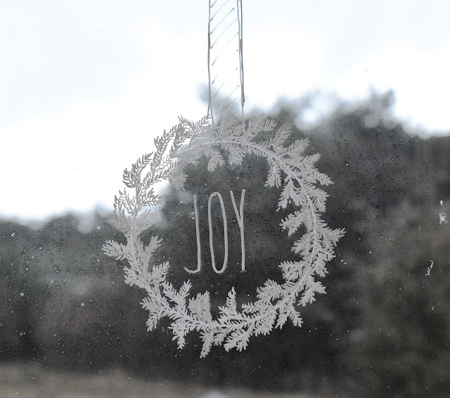 DIY CHRISTMAS WREATH- WINDOW DECORATION chalkpen chalk
