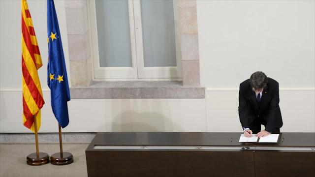 Diputados catalanes firman por la independencia y la república 