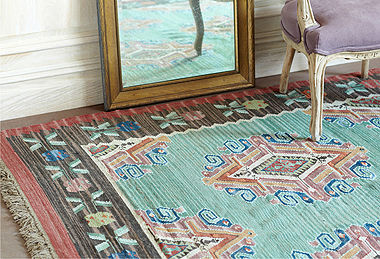 Flat Weave Rugs Have Been Around Forever Traditionally We Are Used To Seeing Them As Kilim From The Middle East With Subtle Fl Patterns Or