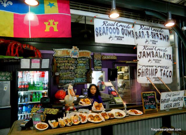 Barraca de comida típica no Frenchmen's Market, em Nova Orleans