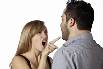 ماهي الطريقة الصحيحة للتعامل مع نق النسوان و تذمراهن :