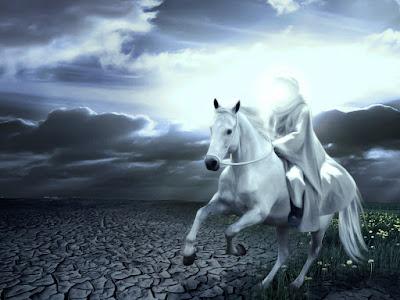Ένας καβαλάρης και το άλογο του τρέχουν σε άνυδρο τοπίο. Ακολουθεί το κείμενο: Ποιος τα μεσάνυχτα καβαλικεύει;  Είν' ο πατέρας με το παιδί·  το 'χει στα στήθια του και το χαϊδεύει  και κάπου σκύβει και το φιλεί.     — Παιδί μου, τι έκρυψες το πρόσωπό σου;  — Δε βλέπεις τ' άγριο το ξωτικό,  πατέρα; πέρασε απ' το πλευρό σου·  — Τα νέφια απλώνονται εις το νερό.     — Παιδί μου, έλα στη συντροφιά μου,  μ' αρέσ' η όψις σου η δροσερή,  περίσσια λούλουδα έχ' η οχθιά μου,  κι έχ' η μητέρα μου στολή χρυσή.     — Ακούς, πατέρα μου, ακούς τι λέει;  Με θέλει σύντροφο το ξωτικό·  — Παιδί μου, ησύχασε, τ' αέρι κλαίει  σ' άγριο χαμόδενδρο, θάμνο ξερό.     — Παιδί μου, έλα τι σε τρομάζει;  θα 'χεις τις κόρες μου για συντροφιά,  που όταν τη λίμνη μας νύχτα σκεπάζει,  χορεύουν εύθυμες στην αμμουδιά.     — Πατέρα, κοίταξε· δε βλέπεις πέρα,  σαν να χορεύουνε οι κορασιές;  — Παιδί μου, βλέπω απ' τον αέρα,  κουνιούνται πένθιμα γριές ιτιές.     — Μ' αρέσει η όψη σου, χρυσό μου αστέρι,  μα συ δεν έρχεσαι· σε παίρνω εγώ...  — Πατέρα, άπλωσε το άγριο χέρι,  πατέρα, μ' έπνιξε το ξωτικό.     Τρέμει ο πατέρας του και τ' άλογό του  κεντά και χάνεται σαν αστραπή·  φθάνει στη θύρα του... ωιμέ το γιο του  κρύο στον κόρφο του, νεκρό κρατεί.