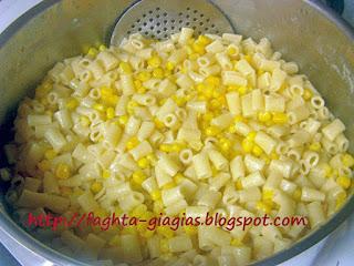 Σαλάτα με μακαρονάκι κοφτό καλαμπόκι και μαγιονέζα - από «Τα φαγητά της γιαγιάς»