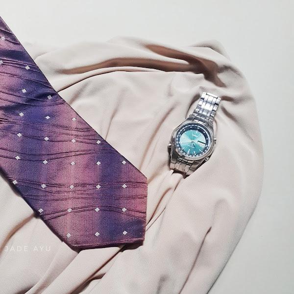 Pilah - Pilih Dasi untuk Papa
