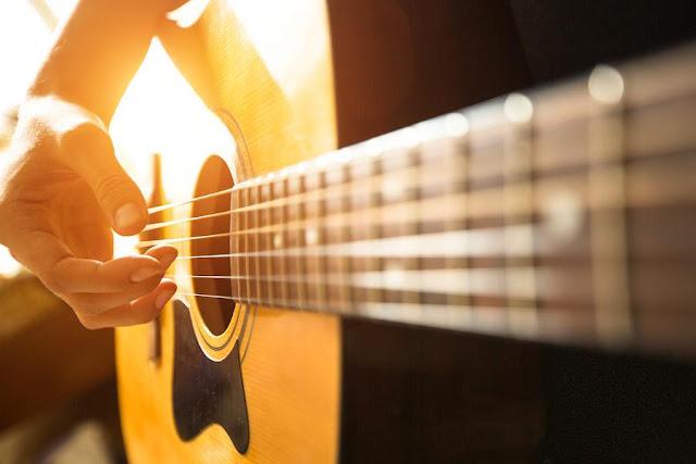 4 Hal yang Harus Dihadapi saat Belajar Bermain Gitar
