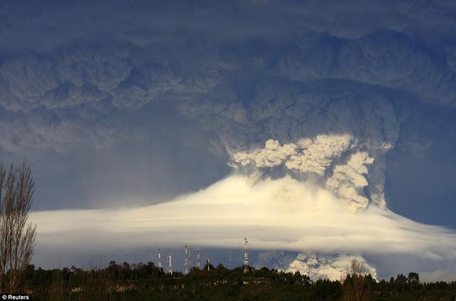 http://www.liataja.com/2017/03/foto-letusan-monster-gunung-merapi.html