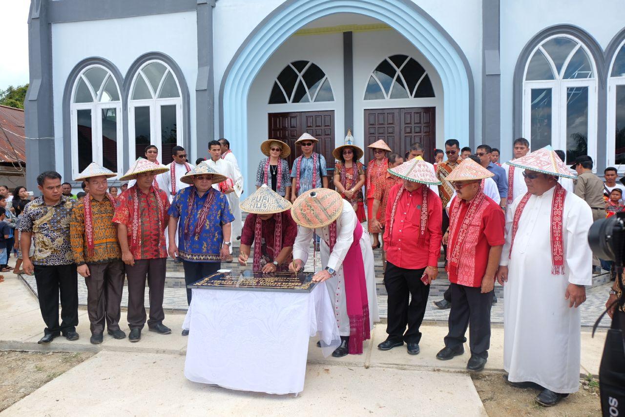 Bupati Sekadau dan Uskup Resmikan Gereja Katolik Kemulian Tuhan Balai Sepuak