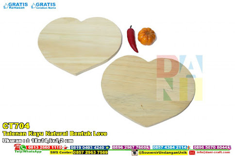 Talenan Kayu Natural Bentuk Love