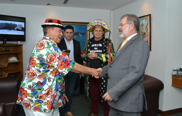 Genival Lacerda recebe título de Cidadão Baiano na Assembléia Legislativa