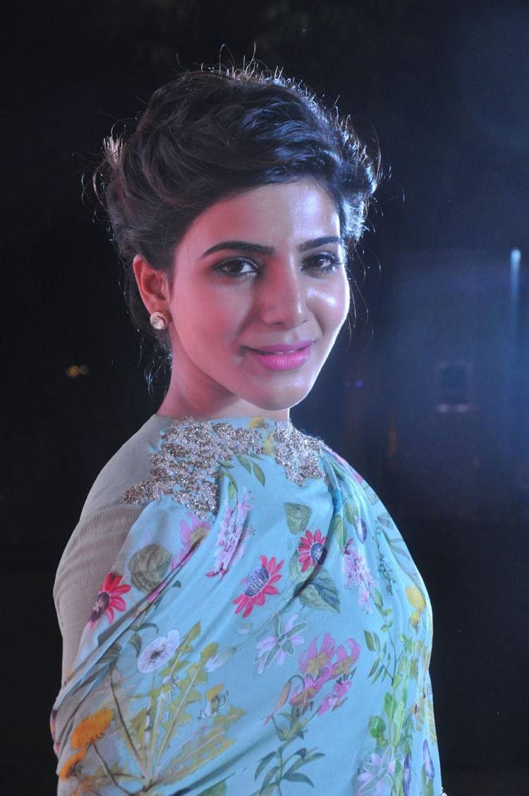 Samantha Smiling Face Close Up Images