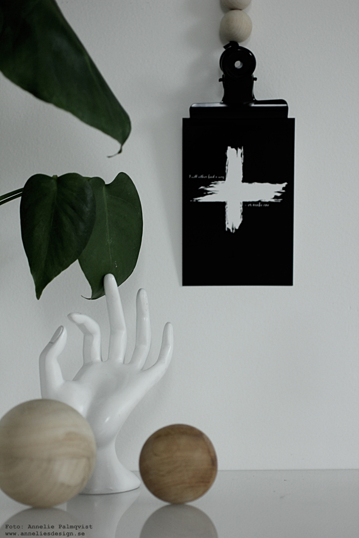 vykort, svart och vitt, svartvit, svartvita, annelies design, webbutik, webbutiker, webshop, nätbutik, nätbutiker, nettbutikk, plakat, plakater, vykortsformat, vykort, poster, posters, print, prints, konsttryck, kors, posterhngare, Oohh kruka, krukor, vitt, vit, vita, monstera, tavelvägg, tavelväggar,