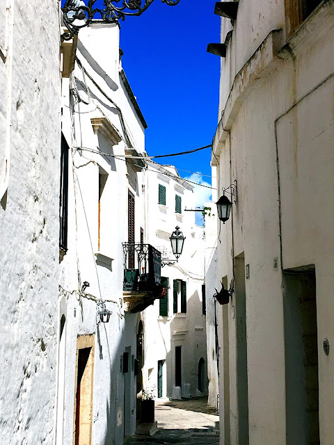 white-streets-ostuni