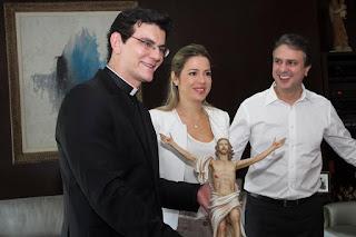Resultado de imagem para camilo santana padre reginaldo