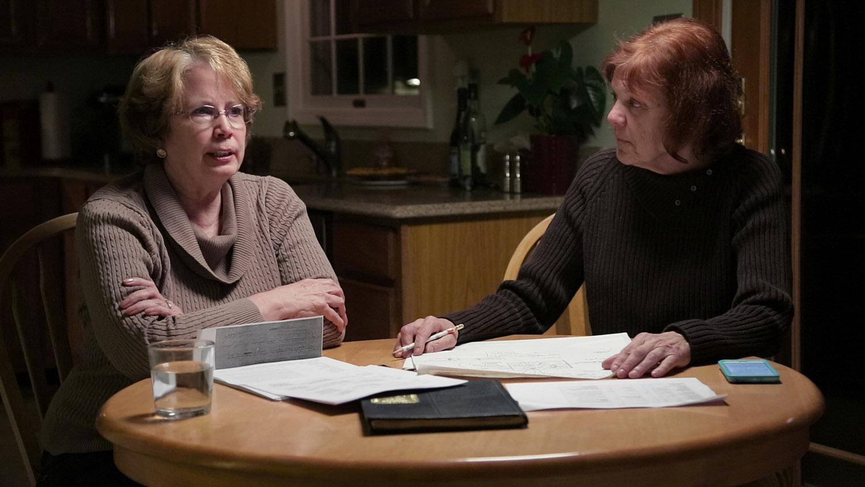 Dos de las víctimas durante una entrevista en The Keepers