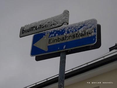 Πινακίδα με χιόνι στη Γερμανία / Snow covered sign in Germany