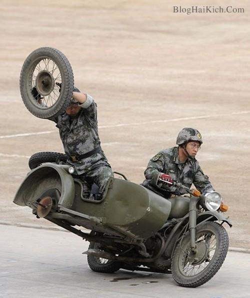 Thay bánh xe ngay lúc đang chạy