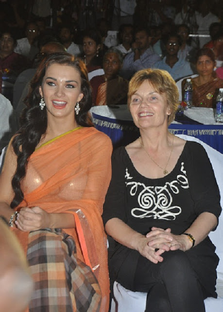 Amy Jackson with her mother