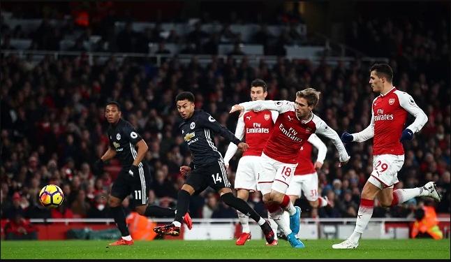 مانشستر يونايتد يهزم آرسنال بمعقله في قمة مثيرة