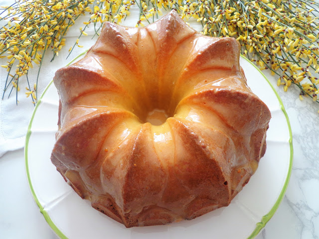 Wielkanocna babka szampańska (Ciambella allo spumante)