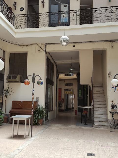 Instalación de paraguas de colores, Pasaje PAM, centro de Rosario, Argentina, Elisa N, Blog de Viajes, Lifestyle, Travel