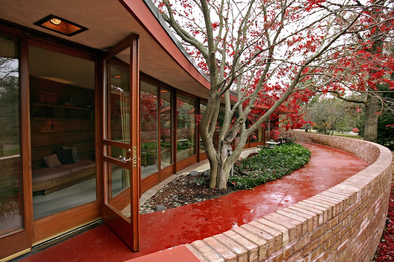 Wheelchair accessible home designed by frank lloyd wright for Wheelchair accessible houses