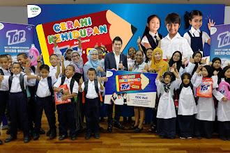 Kempen CSR TOP Menyumbangkan Pakaian Seragam Sekolah  Kepada 500 Orang Pelajar Demi Masa depan yang Lebih Cerah Dengan Kerjasama MYDIN