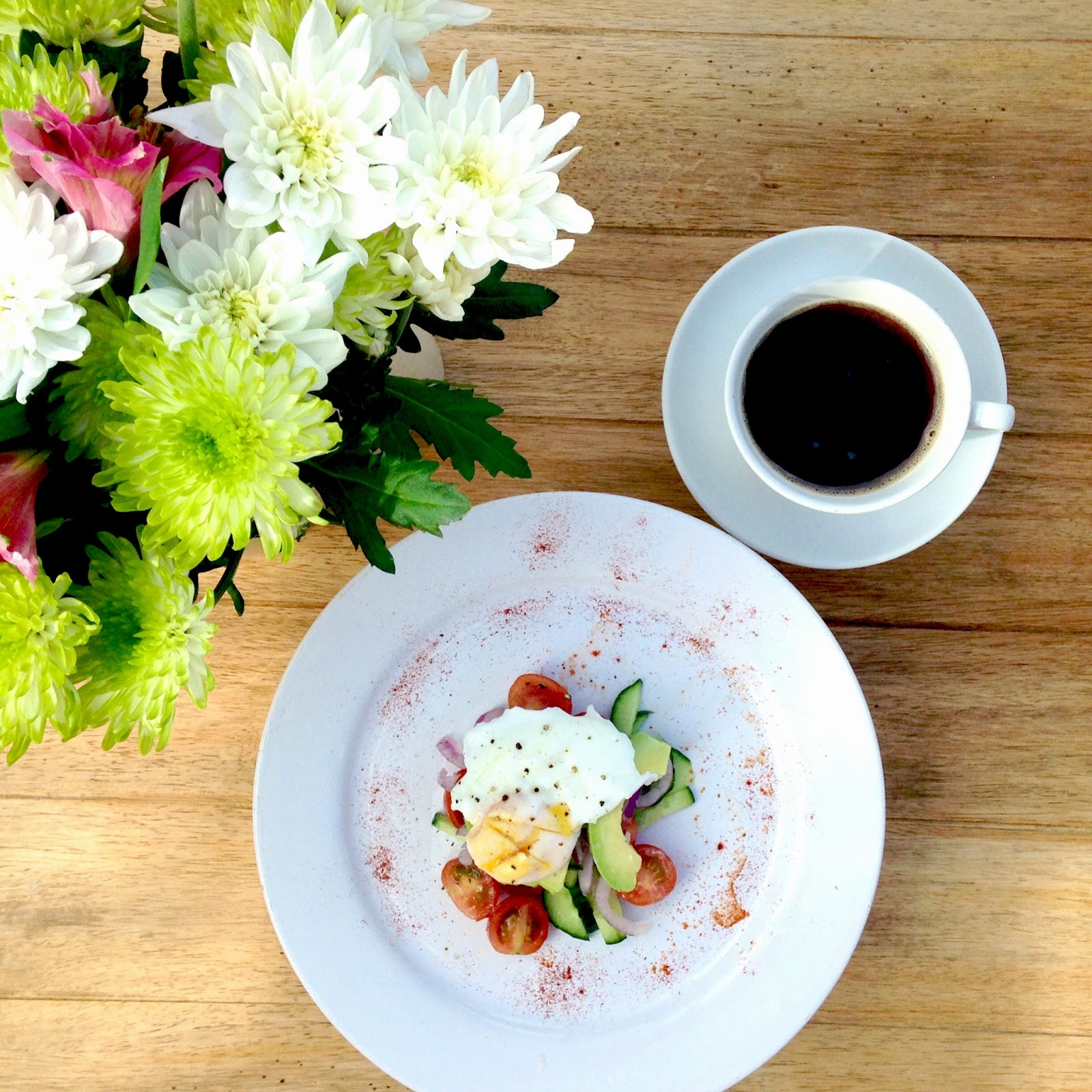 picture eggs and avocado