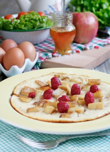 słodkie śniadanie, naleśniki z owocami, jabłka w cieście, co na śniadanie dla dzieci, daylicooking