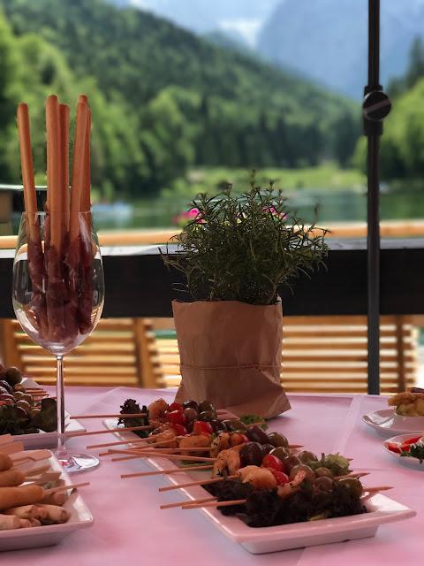 Fingerfood-Buffet,Hochzeit in Apfelgrün und Weiß im Riessersee Hotel Garmisch-Partenkirchen, Hochzeitshotel in Bayern, heiraten in den Bergen am See