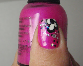 flower nail design closeup