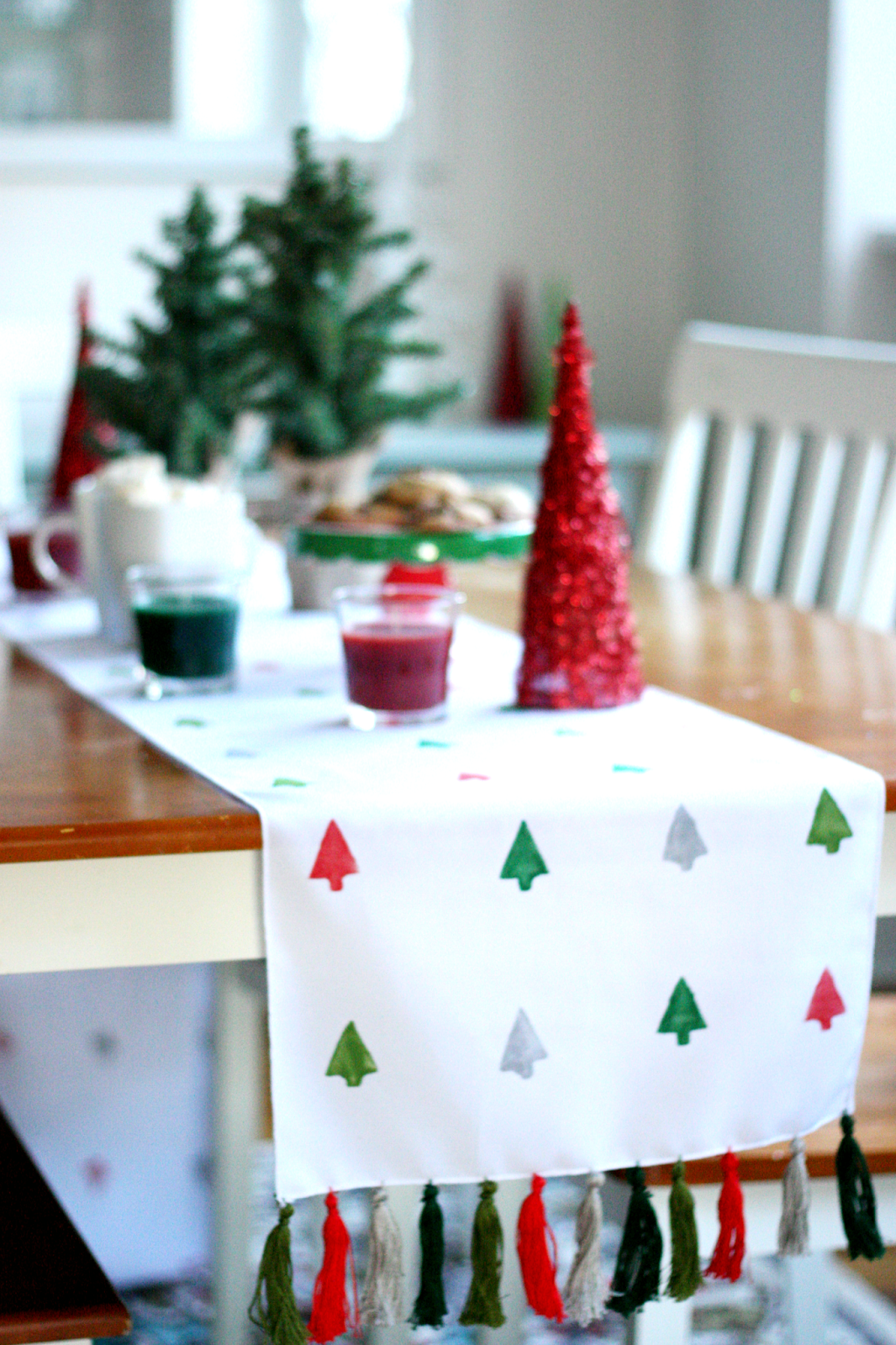 Christmas Table Runner Diy.Diy Holiday Table Runner The Pretty Life Girls