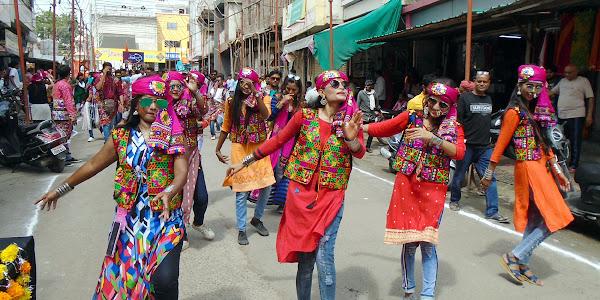 राजवाडा मित्र मंडल के बैनर तले निकला मातारानी का भव्य चल समारोह