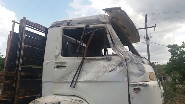 Acidente deixa sete feridos na BR-402 em Morros