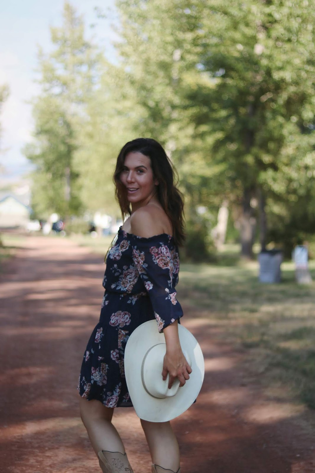 le chateau flower dress outfit Cowboy boots outfit country music festival date night