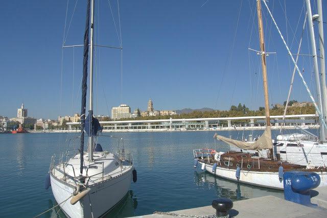 widok na port Malaga, spacer po mieście