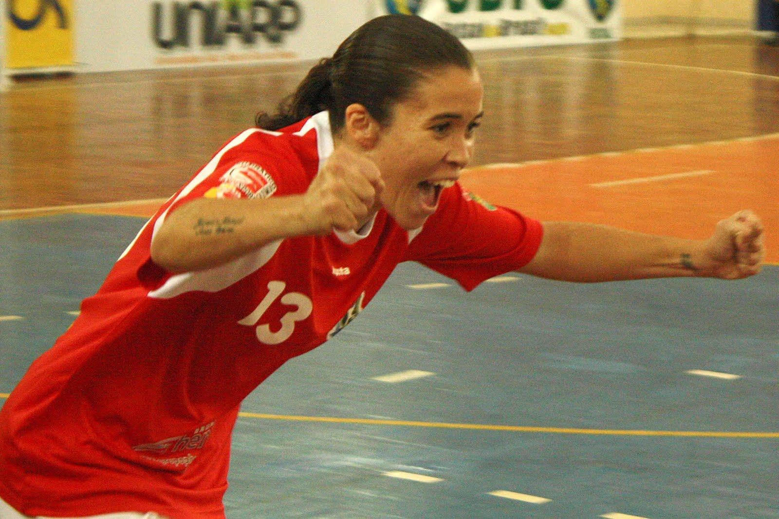 A Kurdana Cotia (SP) marcou seus primeiros três pontos na Liga Futsal  Feminina. Nesta quinta-feira (21) a76a16f3898fc