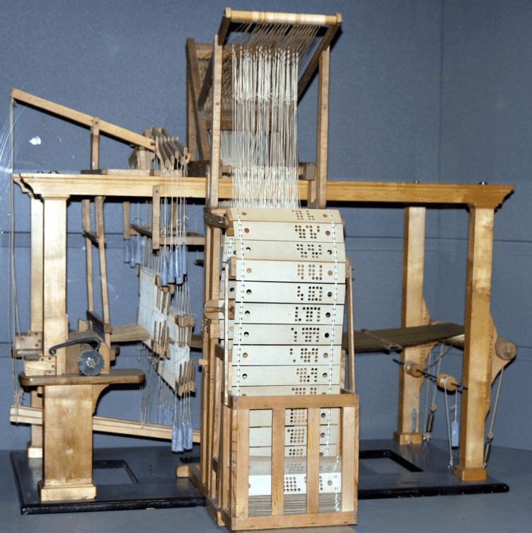Tear de Joseph Marie Jacquard de 1801, utilizando cartões perfurados