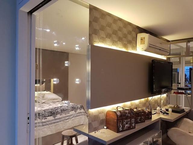 decoração-quarto-painel-tv-com-fita-LED