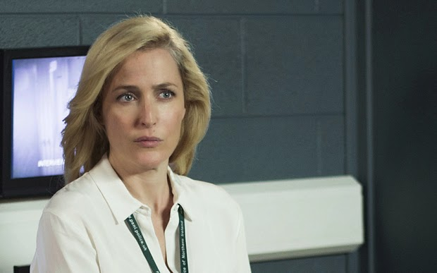 Gillian Anderson en The Fall 2x06