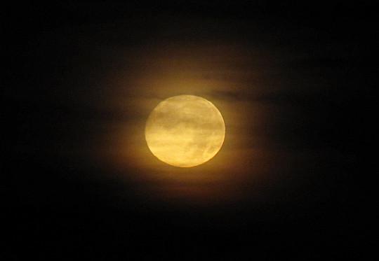 Księżyc przed zachodem (z Babiej Góry).