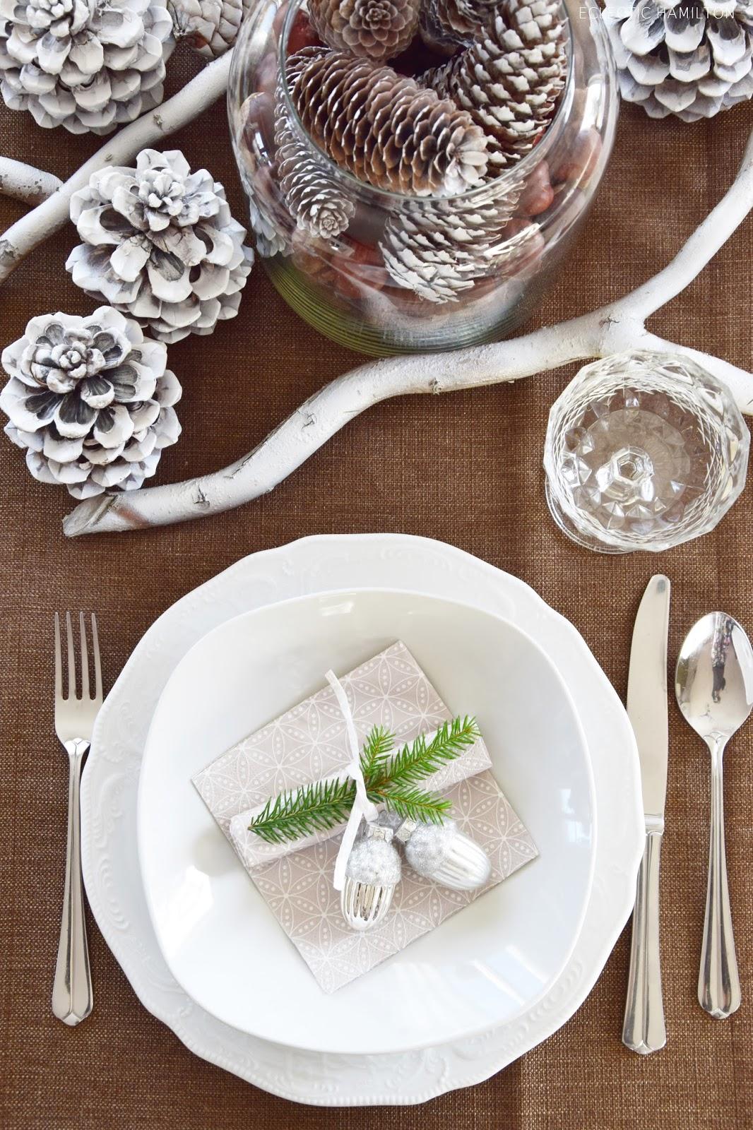 Tischdeko für Winter und Weihnachten mit Natur. Dekoidee Naturmaterialien: Kürbis Zapfen Äste, Deko Dekoration Tisch Esszimmer festlich Fest