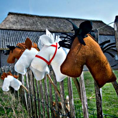 Gratis patroon stokpaard van vilt Atelier de Vier Jaargetijden