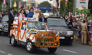 red-carpet-welcome-accorded-japanese-pm-joins-modi-for-roadshow