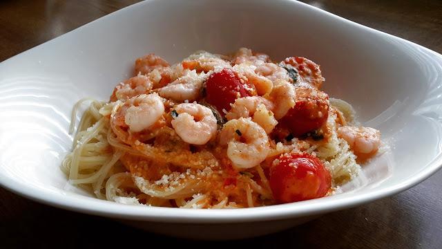 Schnelle Küche; Spagetti mit Shrimps und Cherrytomaten.