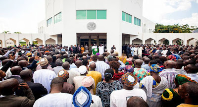 Buhari and staff of Presidential Villa