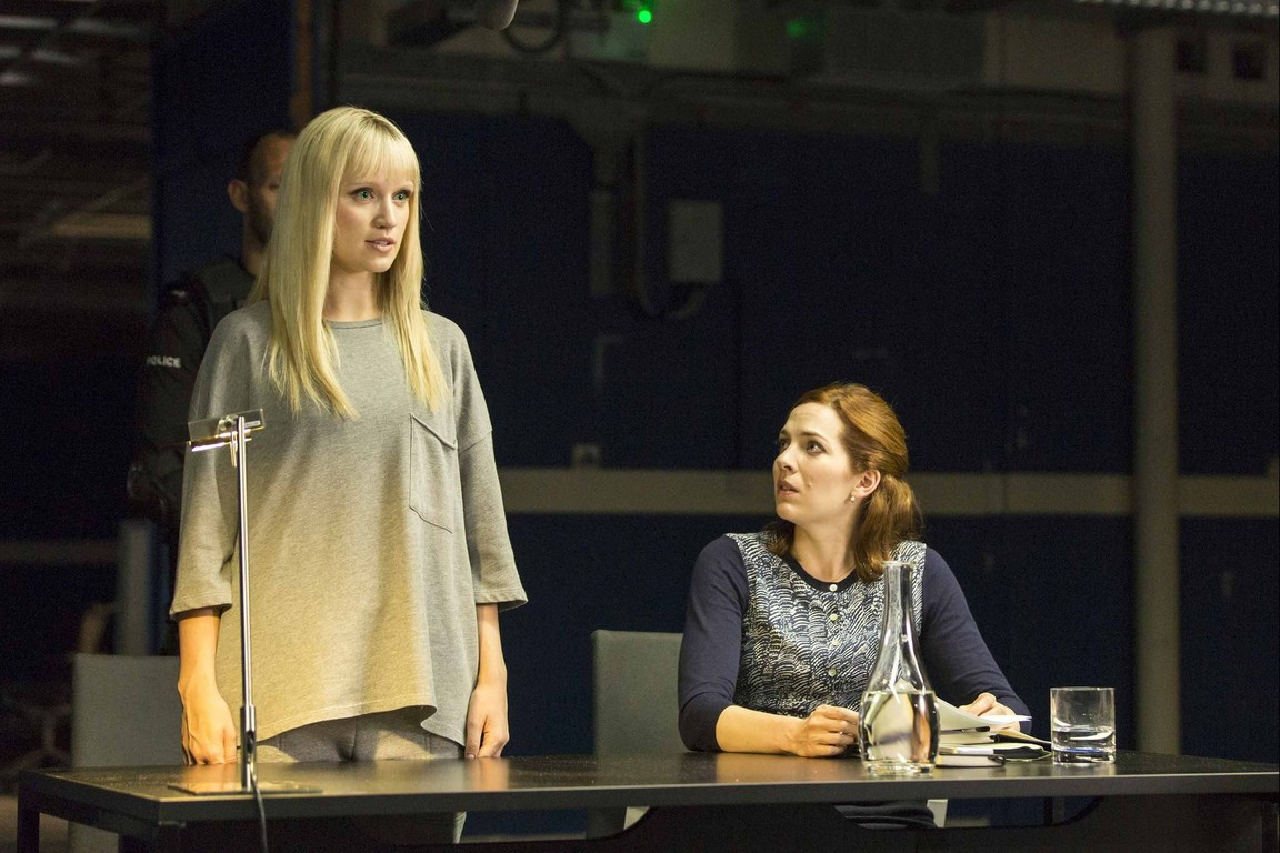 Humans - Season 2 Episode 05